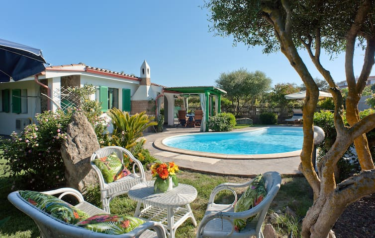 Villa with swimming pool 150 meters from the sea