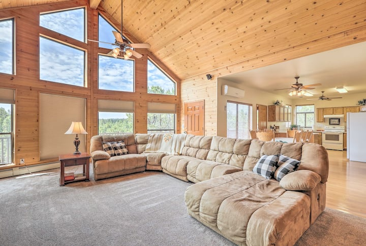 Secluded Heber Cabin w/ Valley Views & Deck!