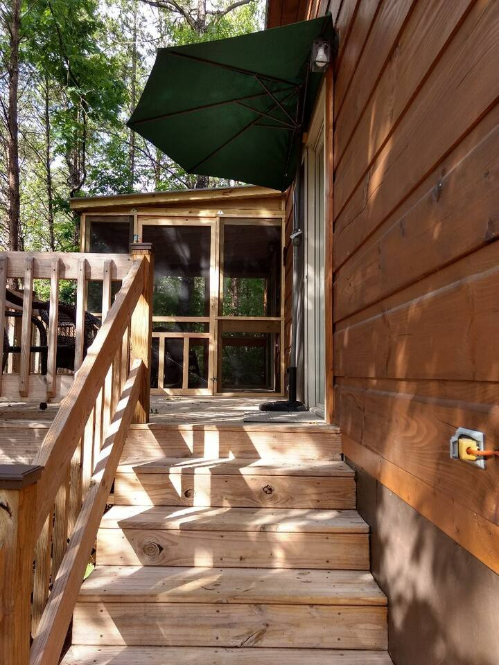 Cabin E with newly added screened porch
