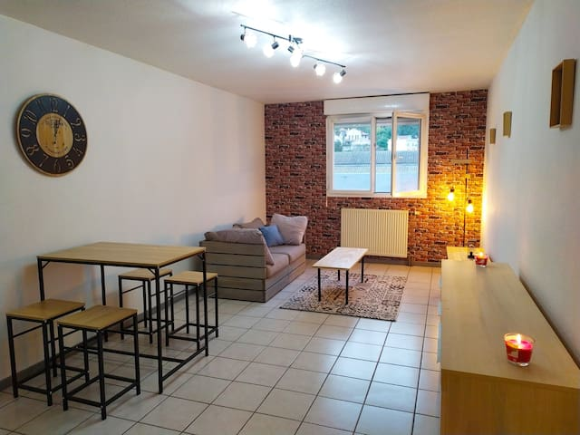 Charming T2 city center apartment with parking