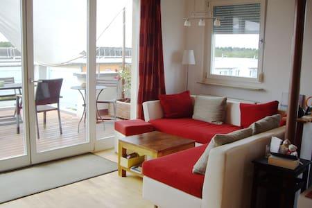 Wohnzimmer, Küche, viel Licht, Luft, Himmel - 프라이부르그 - 아파트