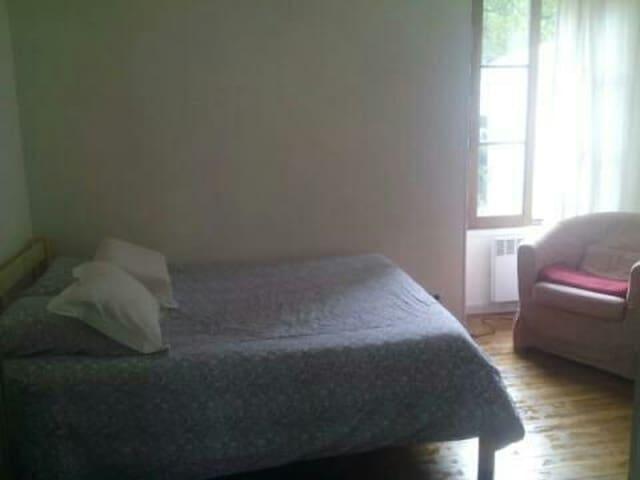 Chambre spacieuse pour 2 personnes. - Ferrières-en-Brie - Flat