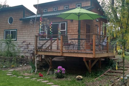 Okanogan River Guest Cottage in Tonasket