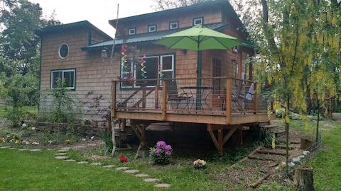 Okanogan River Guest Cottage in Tonasket