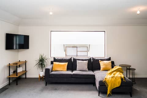 Downtown Melbourne Street Apartment