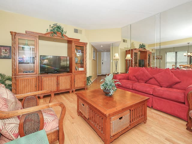 Living Room with Flat Screen at 7144 Harbourside II