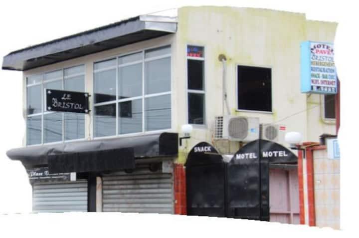 Le Pave Bristol a Douala Akwa(centre ville)