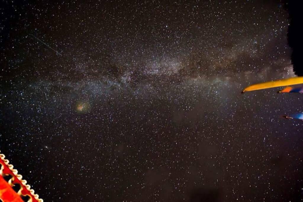 扎西人家门口享受银河