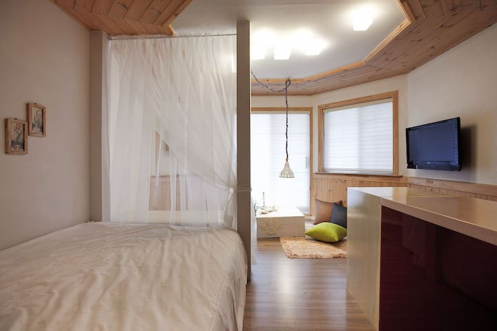 bomunworld (B1-Standard double bed) - Cheongun-dong, Gyeongju - Pension (Korea)