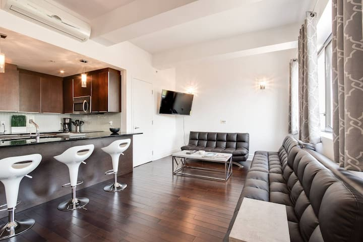 Stylish & modern 2BR in downtown (Gay village)