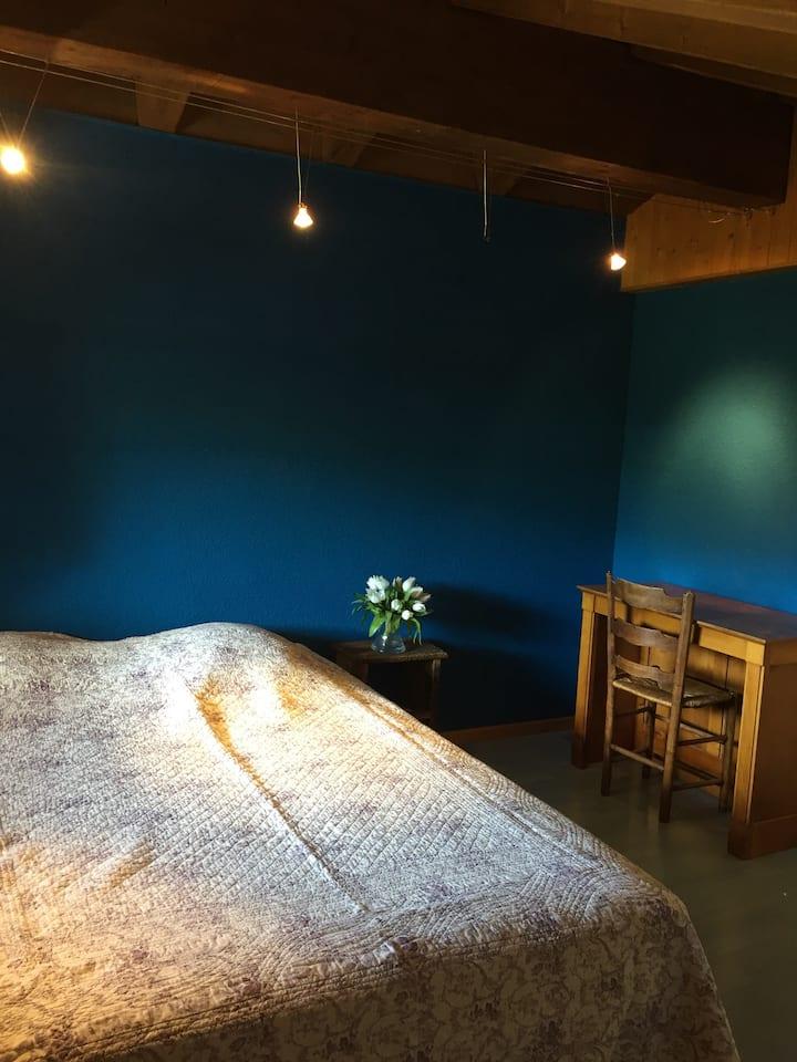 Chambre cosy avec vue sur la montagne