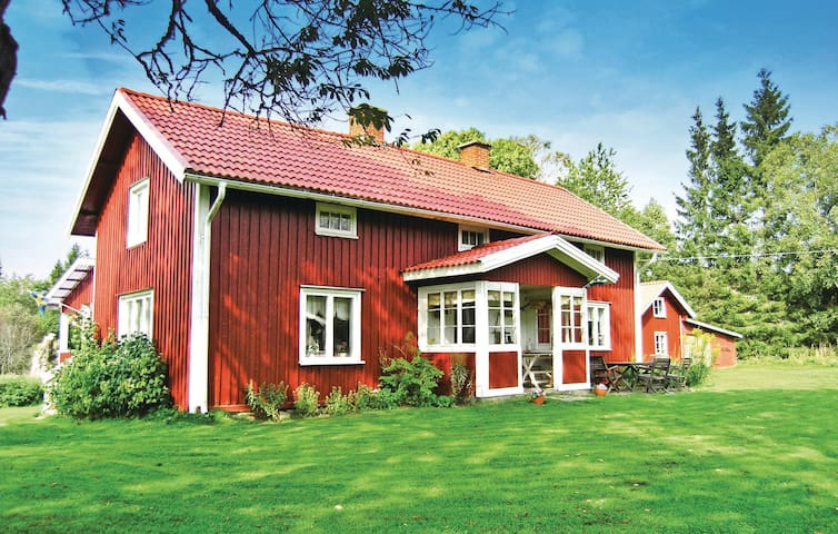 Holiday cottage with 3 bedrooms on 120m² in Ölsremma