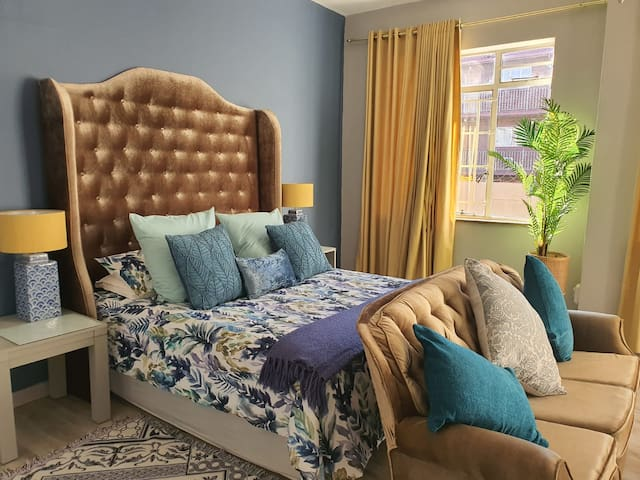 Shirley's Pad - Chic and Comfort in Alberton
