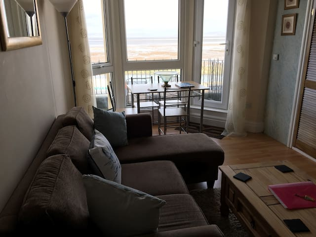 Fabulous  Morecambe Flat. Balcony.Stunning Views