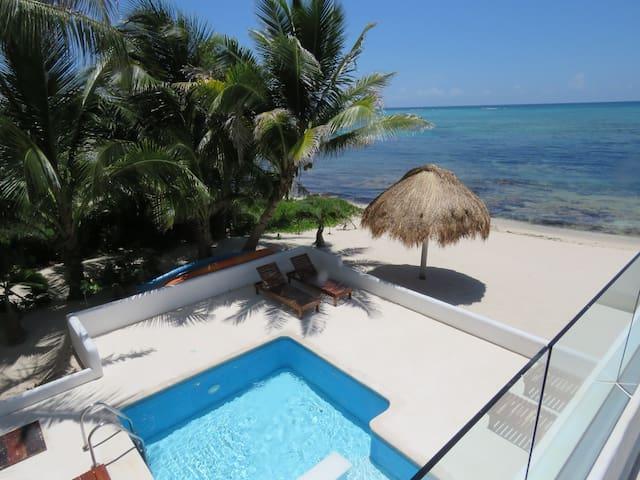 Casa Sol, beachfront to an amazing caribbean beach