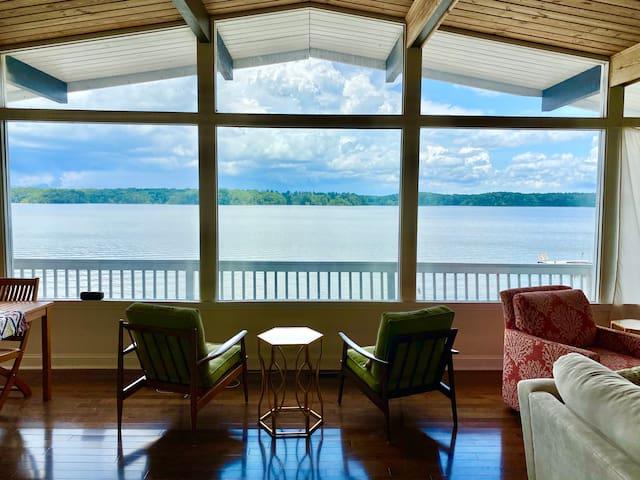 Cozy Lake House Getaway
