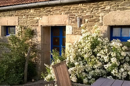 Cottages on countryside not far from breton coast - Plouvorn - Luontohotelli