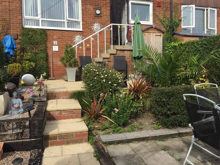 Friendly, Single room well situated for Derbyshire