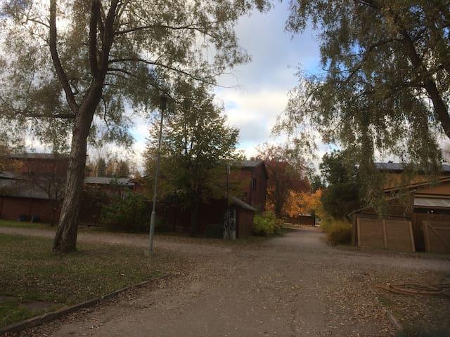 Viihtyisä rivitaloasunto, oma kaunis piha - Järvenpää - Huoneisto