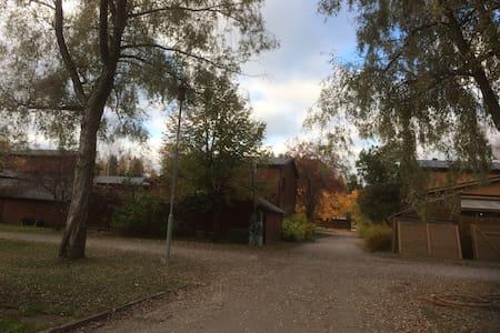 Viihtyisä rivitaloasunto, oma kaunis piha - Järvenpää - อพาร์ทเมนท์