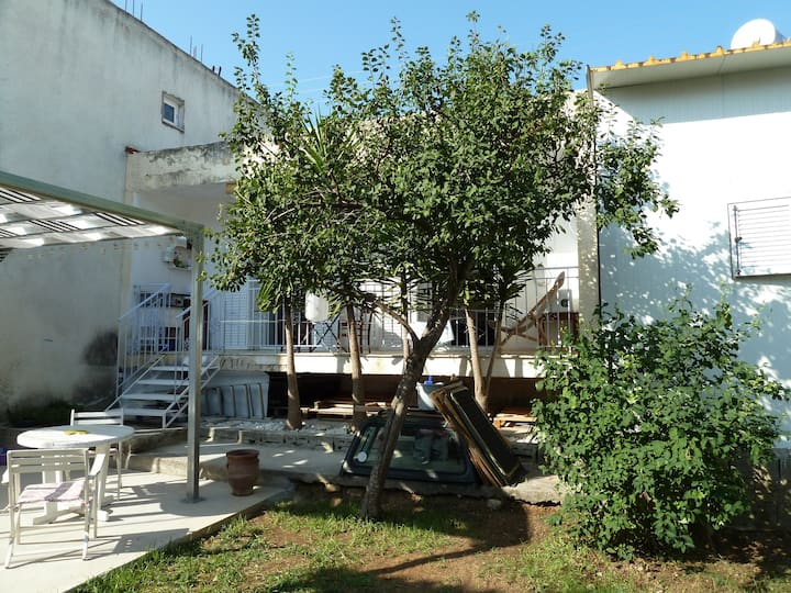 Cozy city house & pretty garden in Argostoli