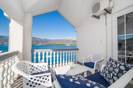 Elena-Cute Apartment with private Beach and Pool