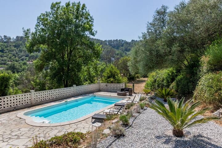 Villa of 200m² & private pool 15 min from Toulon