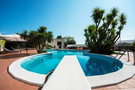 Villa con piscina - ซิสเทิร์นิโน