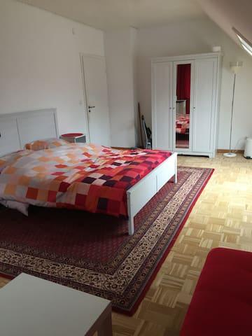 Großes Zimmer für 2-4 Personen mit LANwlanTV - Neumünster - Ev