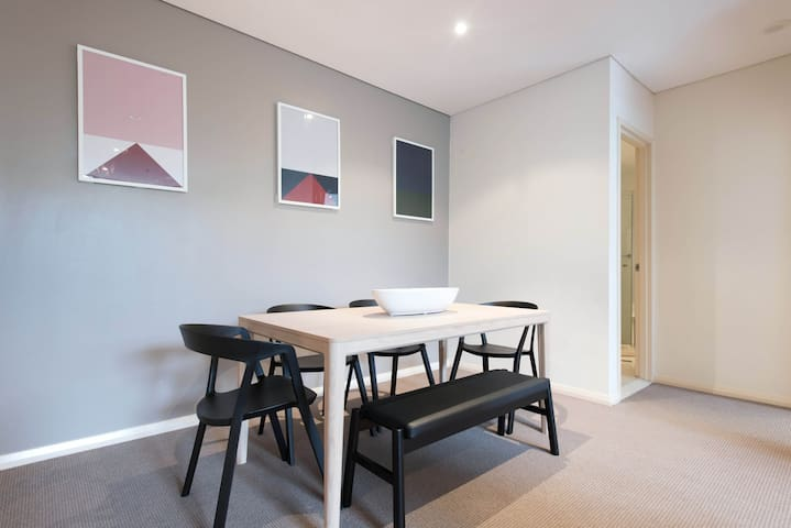 Oversized Modern One Bedroom + Study Apartment - Waterloo - Apartment