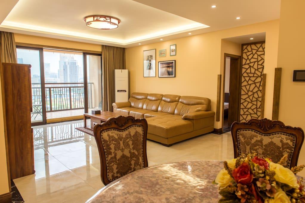 宽敞的客厅,小羊皮沙发