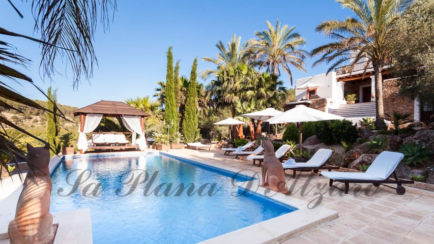 Luxury Villa with Pool, Garden, Terraces and Wi-Fi; Parking Available
