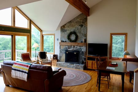 Modern 4+ bed Okemo/Killington ski house w/ views