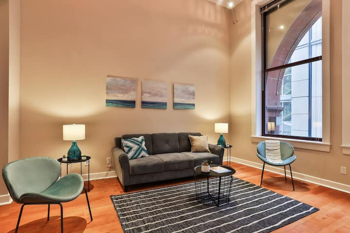 Historic + Spacious  Downtown 2BR Apt