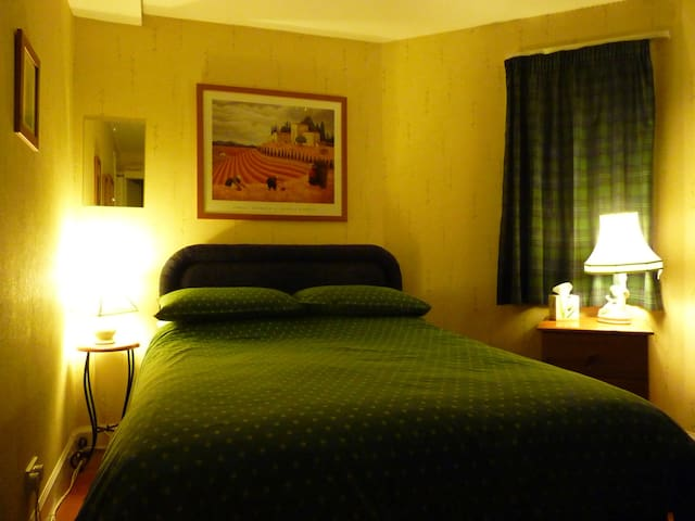 Guest House (Rm2), Stirling City-Centre - Stirling - Bed & Breakfast