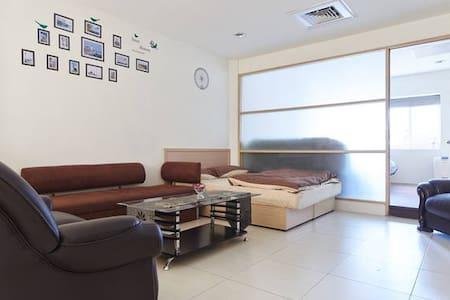 室內25坪室內大空間(台北火車站、百貨、商圈、桃園機場巴士站只要五分鐘) -   Zhongxiao West Road 37
