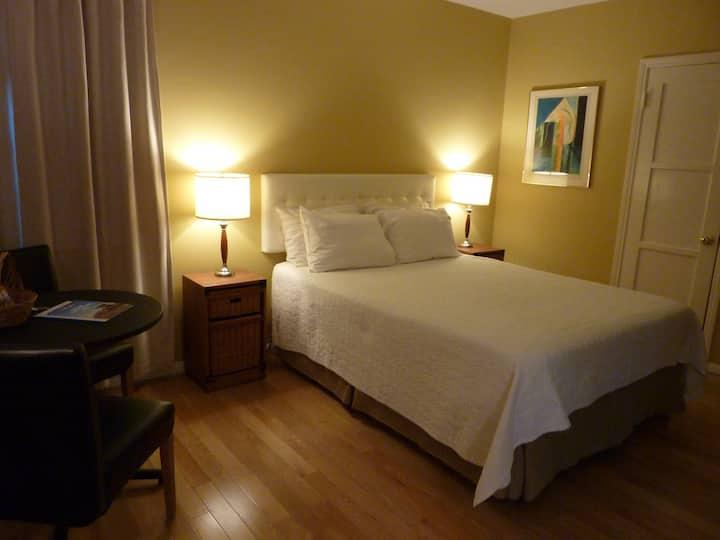 NoHo Guest Suite, Private Studio w/Kitchenette
