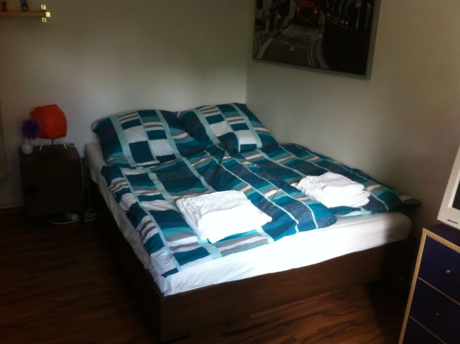 Bett 1,40 m breit