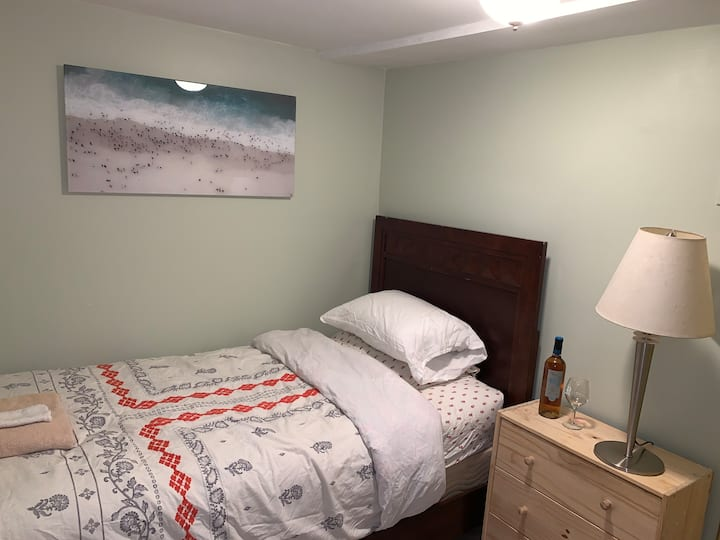 Cozy and affordable room.