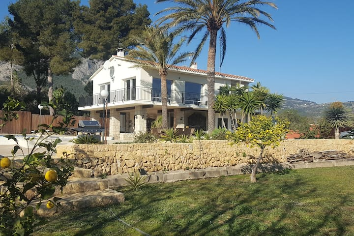 Modern Villa in Polop Valencia with private garden and swimming pool