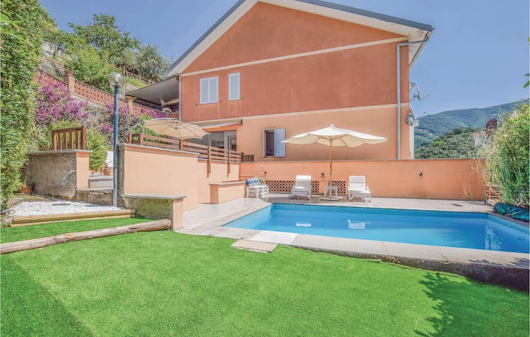 Holiday apartment with 3 bedrooms on 107m² in Moneglia (GE)