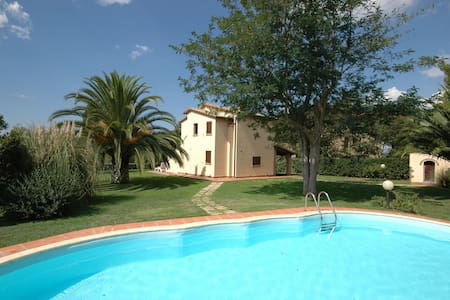 Poderino, sleeps 6 guests in La California - Bibbona - Villa