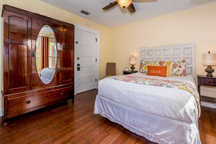 "The shabby-chic ""Jasmine""  Located in our comfy little authentic Bed & Breakfast!  Charming room with Queen bed and private bath."