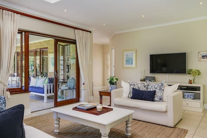 Beautiful and relaxing Constantia home - Cape Town - Dům