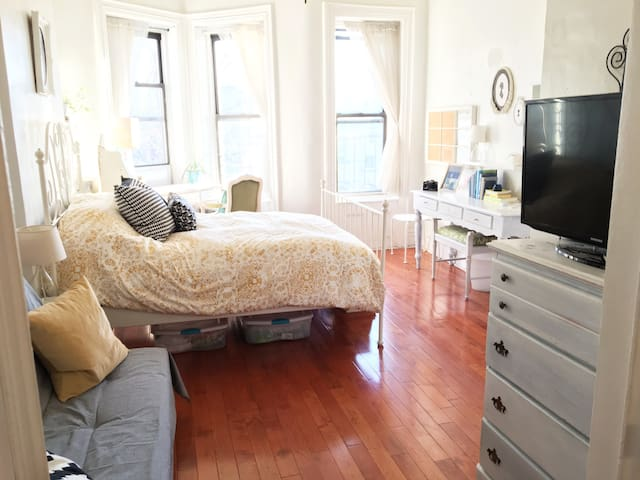 Entire Studio Apt in Trendy Brooklyn - Sunny&clean - Brooklyn - Wohnung