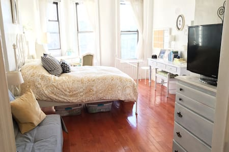 Entire Studio Apt in Trendy Brooklyn - Sunny&clean - Brooklyn - Apartment