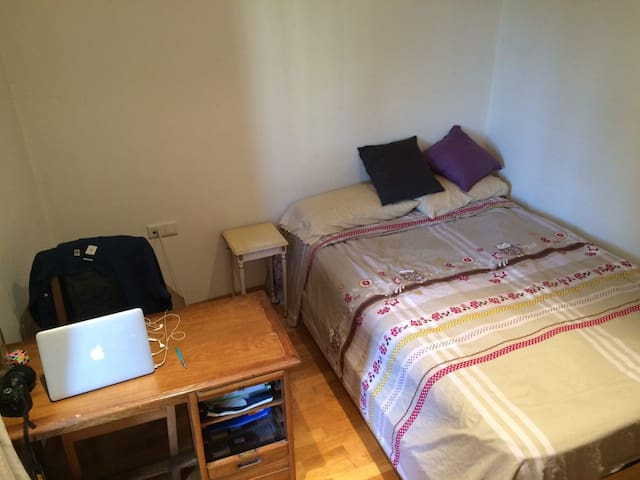 double bed room&sofabed - close to Gracia