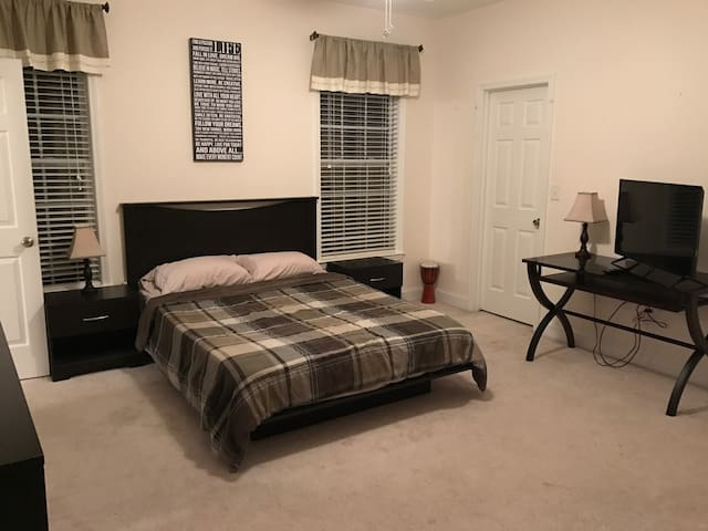 Discounted Rate! Private Master Suite Mins 2 Beach