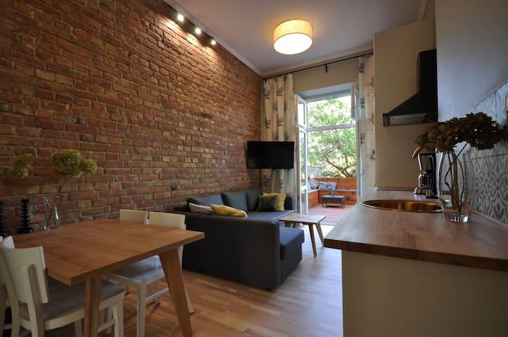 Lovely flat with veranda and garden, Center