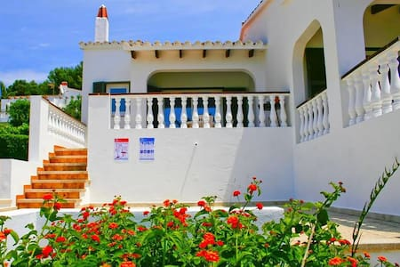 Family-friendly holiday home with sea view - Villa Est